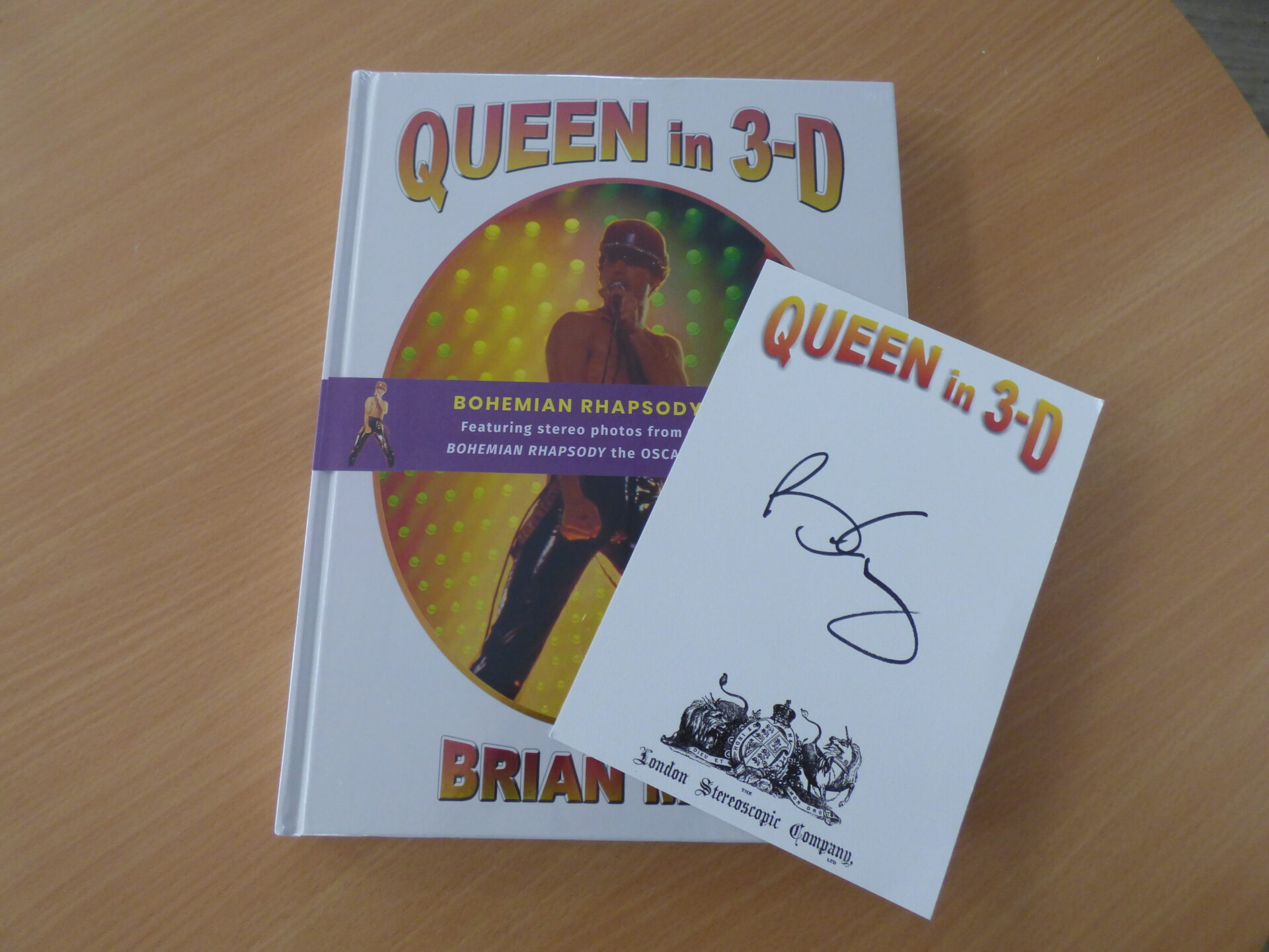 Queen in 3D book and Brian Mays signature
